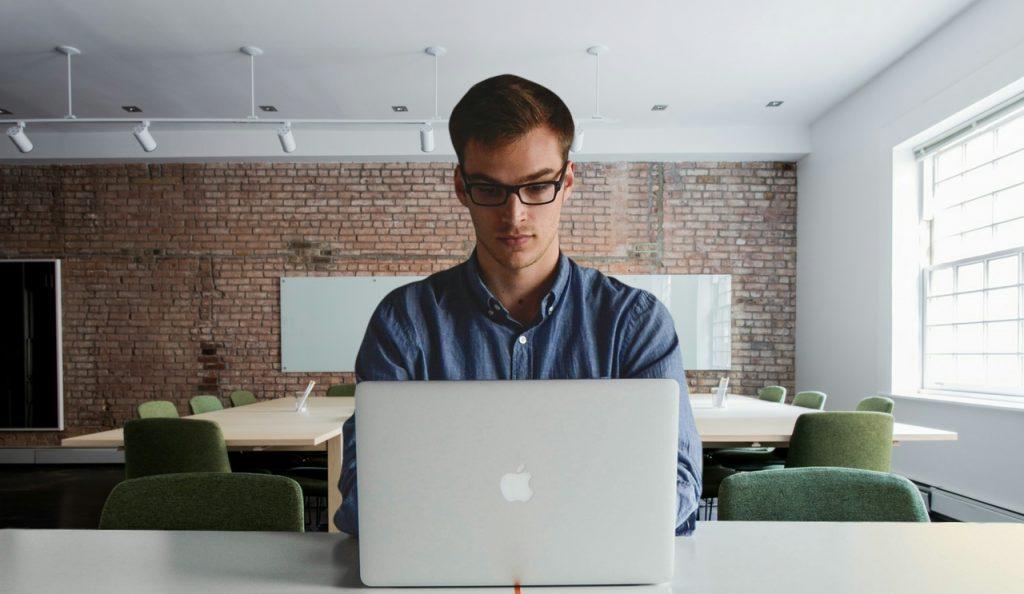 Travailler sur un ordinateur