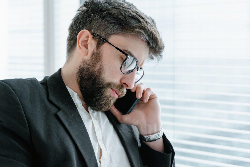 Professionnel au téléphone